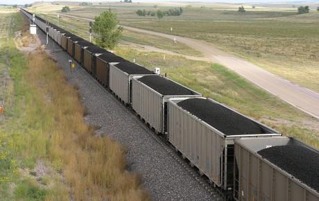 Coal_train_in_eastern_Wyoming,_2006