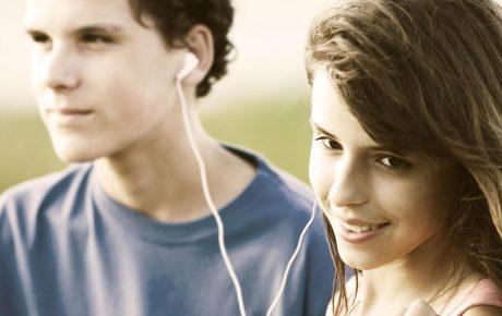 Teens_sharing_a_song